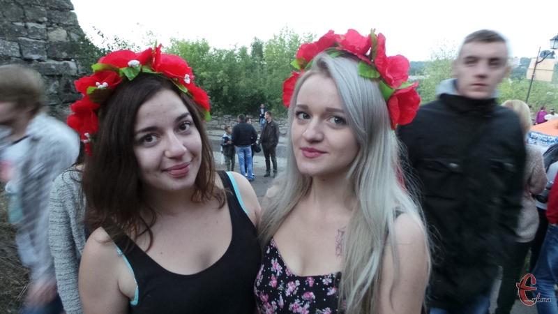 Віночки - популярний дівчачий аксесуар на фестивалі
