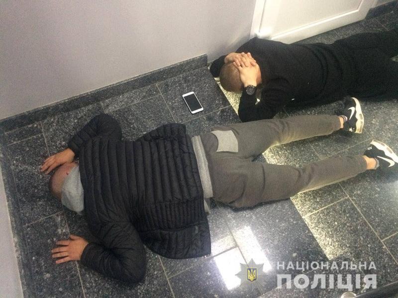 На Хмельниччині поліція затримала 30 молодиків за спробу рейдерського захоплення офісу агрокомпанії