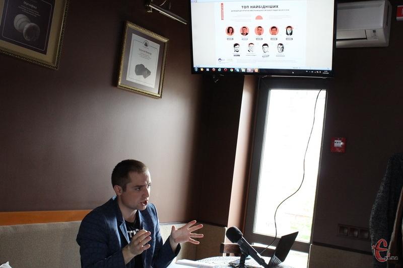 На думку Олега Черненка, чимало депутатів Хмельнциької міської ради не серйозно поставилися до декларування, оскільки за хибні дані, фактично, немає ніякої відповідальності