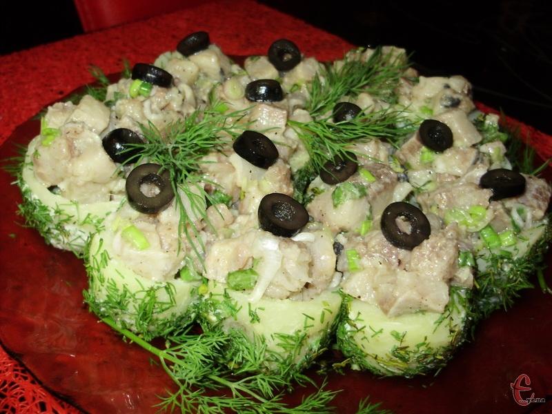 Прикрасити закуску зеленню, зернами гранату або маслинами.