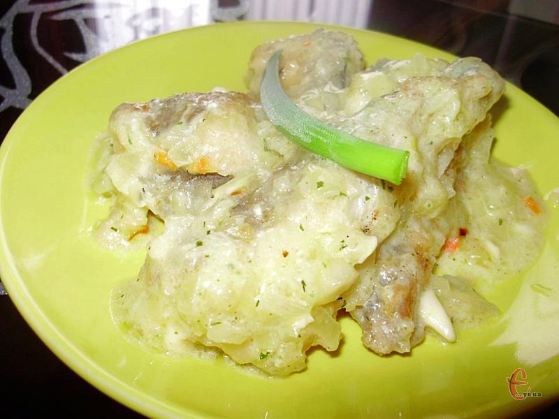 Виходить дуже ніжна рибка з цікавим вершковим і неймовірно смачним соусом.