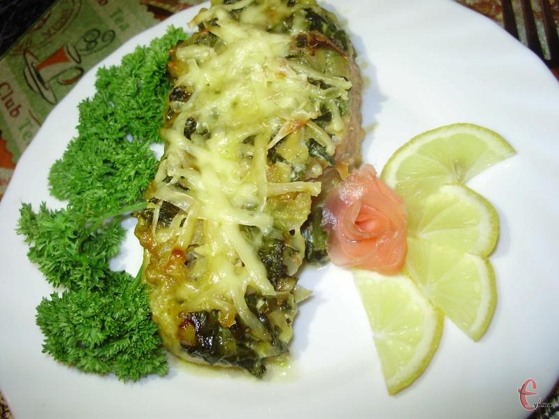 Вершково-шпинатний соус чудово доповнює рибу.