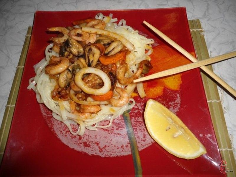 Фунчоза робиться з рису, тому вважається основою довголіття.