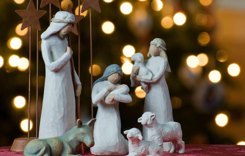 Важливою частиною різдвяних святкувань є колядки, в яких прославляється новонароджений Ісус Христос