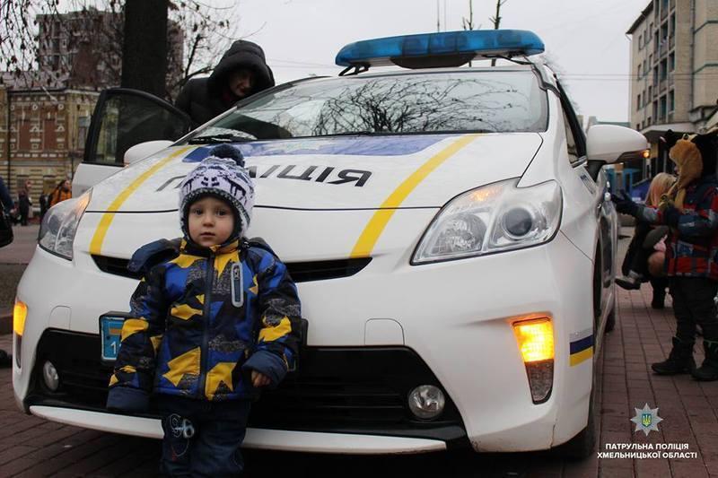 Маленькі хмельничани відсвяткували Різдво разом з правоохоронцями.