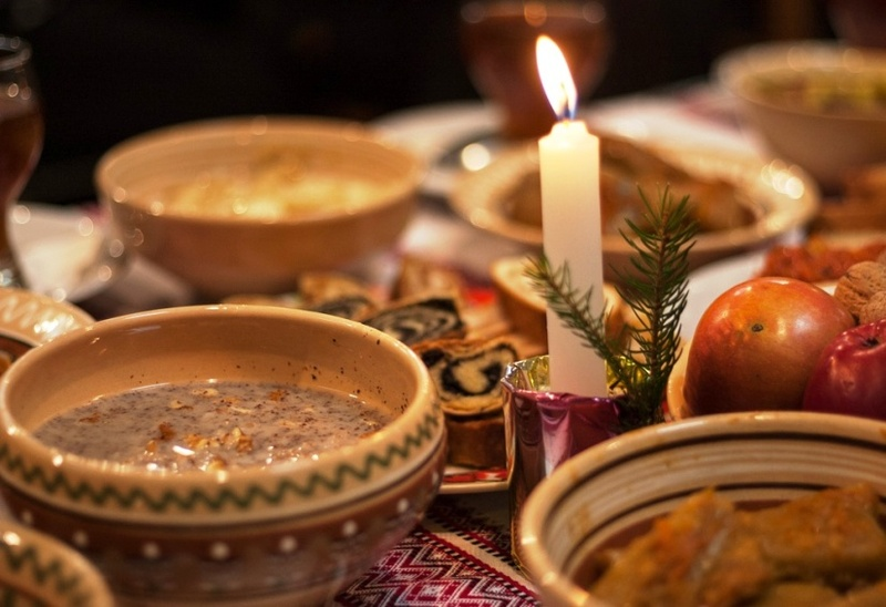Якими б не були різдвяні традиції та обряди різних народів, усіх нас об'єднує найголовніше – віра в те, що з народженням Ісуса в наші оселі прийде щастя, добробут і злагода!