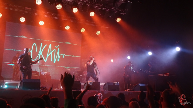 Музика звучала одразу на трьох сценах фестивалю.