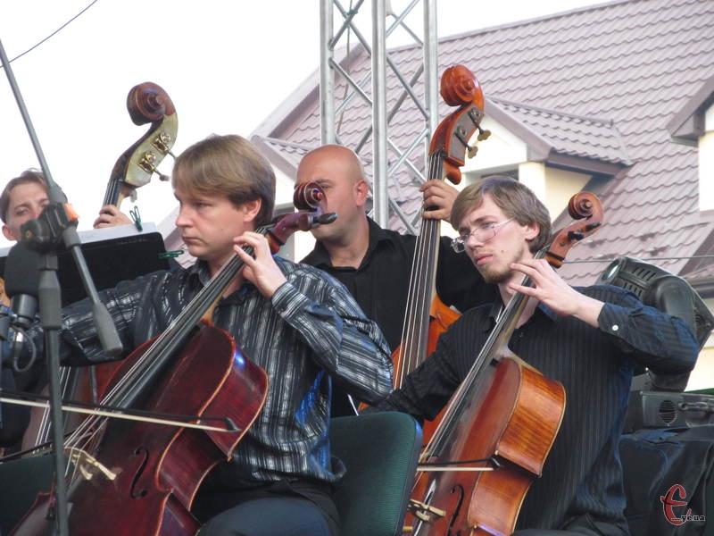 Оркестр виконував світові рок-хіти