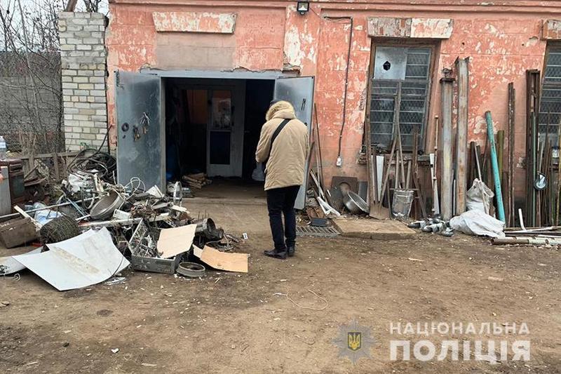 У Славуті чоловік із ножем намагався відібрати гроші в власника пункту прийому металобрухту