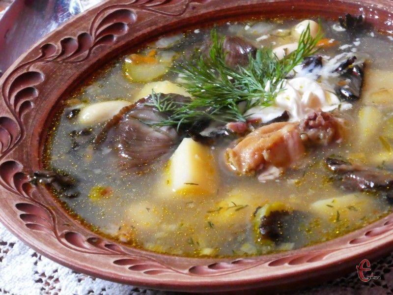 Суп виходить насиченим, яскравим і наваристим.