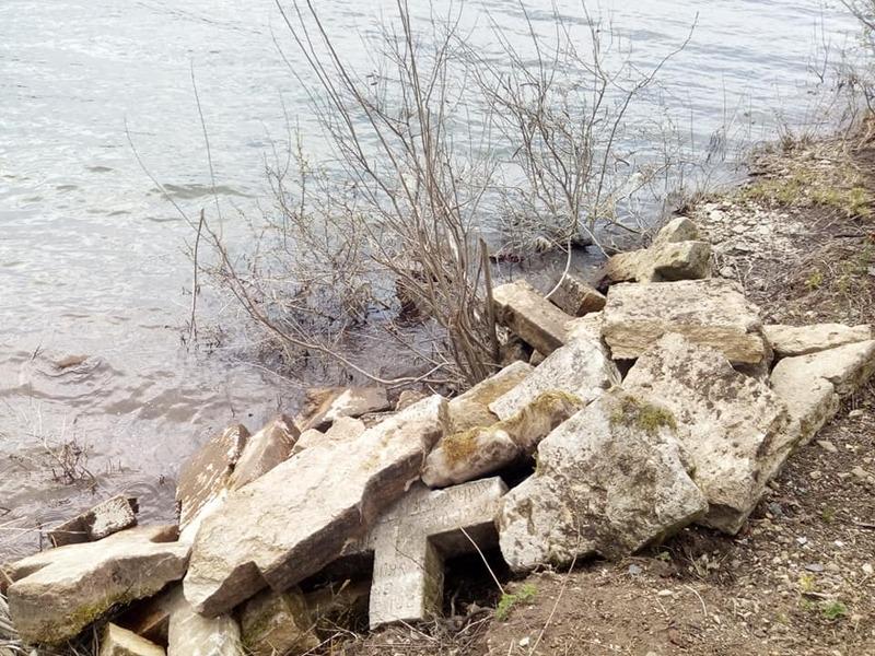 Калюс затоплений Дністровським водосховищем внаслідок будівництва Дністровської ГЕС