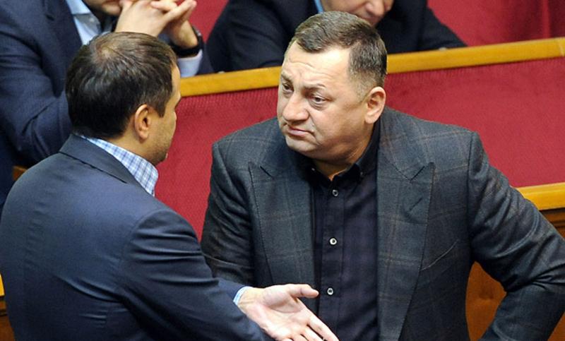 Заробітну плату народний депутат перераховує трьом хворим дітям