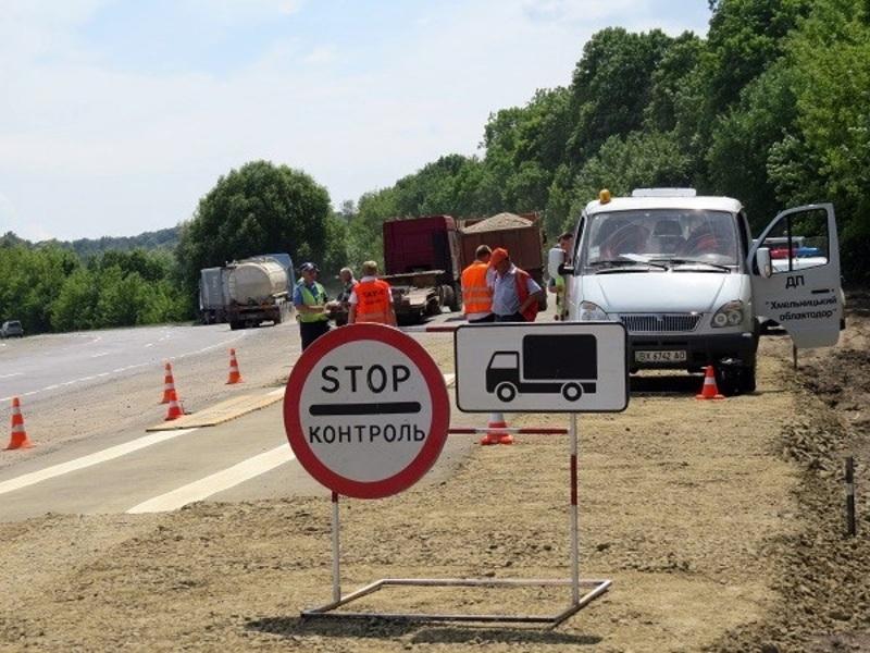 На дорогах області вже встановлюють обмежувальні знаки