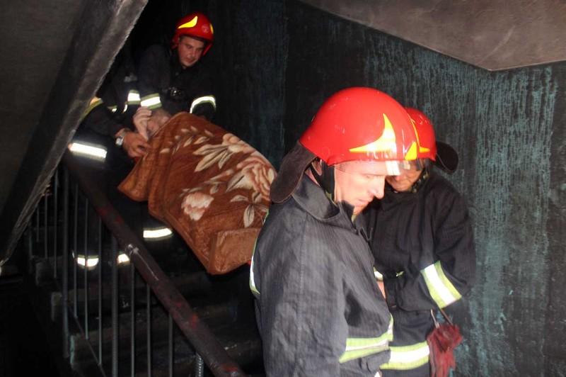 На пожежі було врятовано шестеро людей, п'ятеро з яких - діти