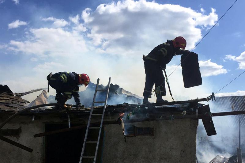 Старокостянтинівські рятувальники ліквідували пожежу господарчої споруди