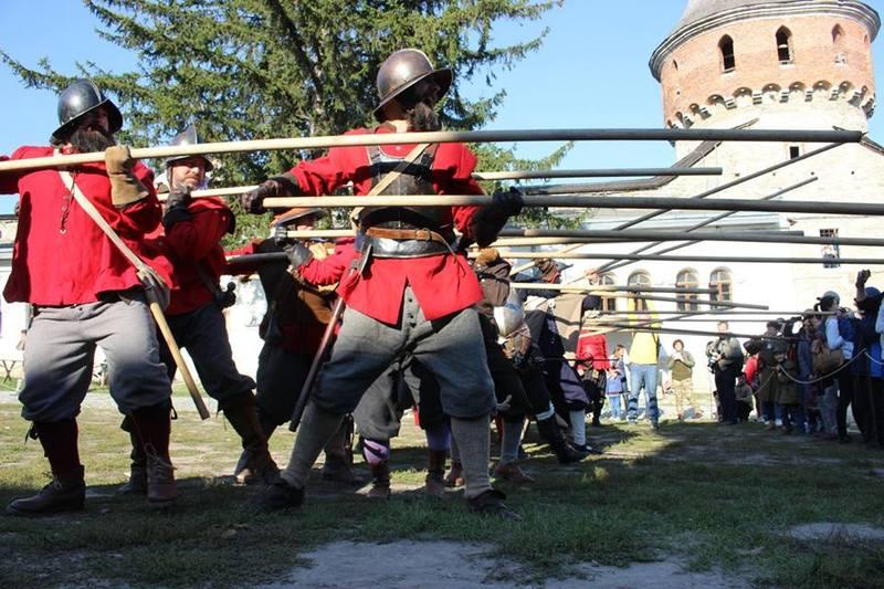 На фестивалі відтворюватимуть тренування військ залоги, змагання козаків, гайдуків та мушкетерів