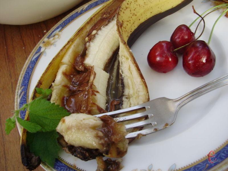 Цей десерт можна приготувати у мікрохвильовці, прогрівши банан усього півтори хвилини.