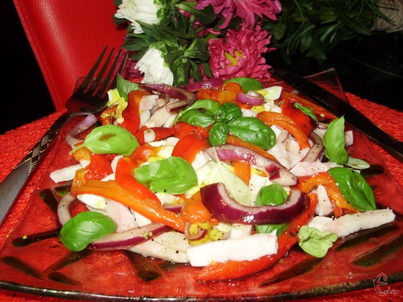 В печеному вигляді болгарський перець надає салатам неповторного смаку й пікантної нотки.