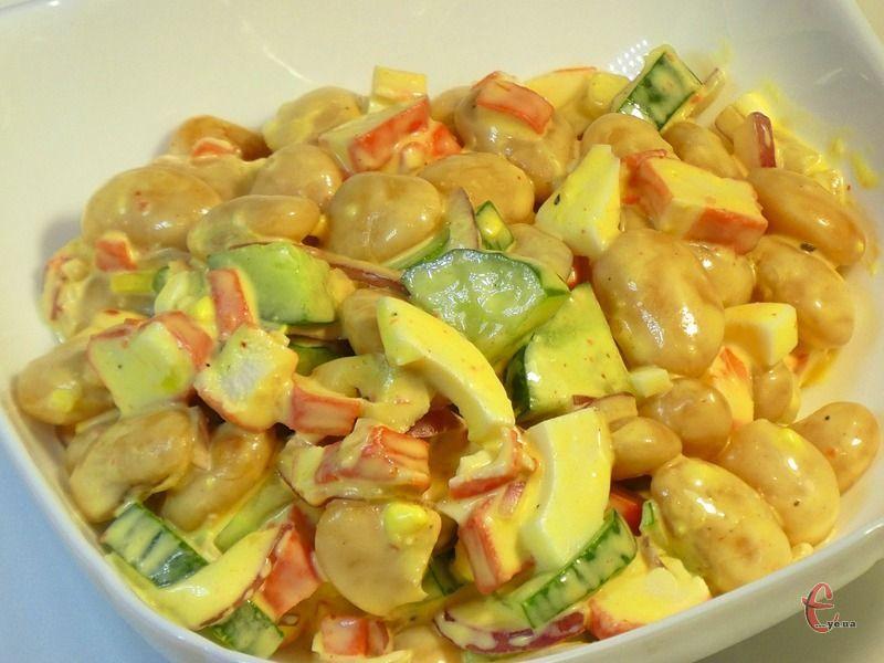 Завдяки соусу смак салату виходить незвичним та цікавим.