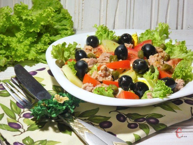 Дуже свіжий і водночас досить ситний салат французької кухні.