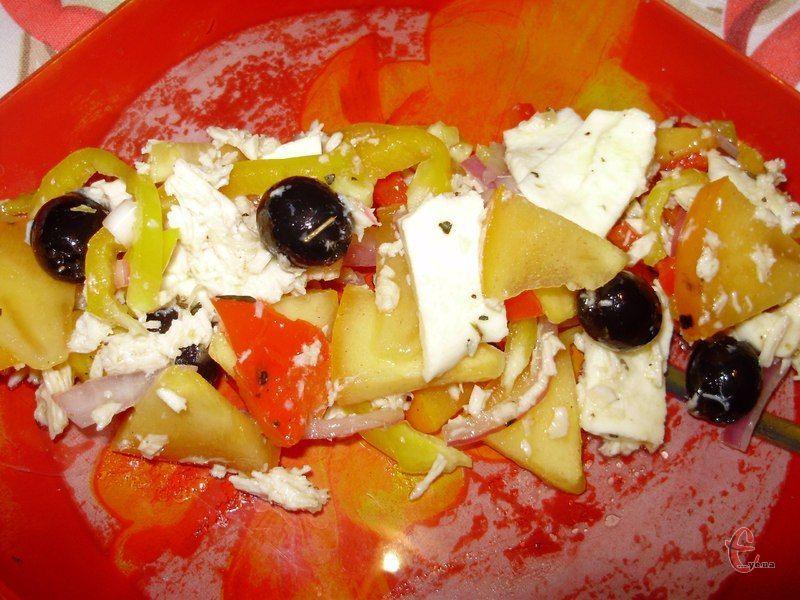 Солодкість хурми, ніжність сиру моцарелла і пряно-медова заправка – це і ідеальна закуска, і легка та корисна вечеря!