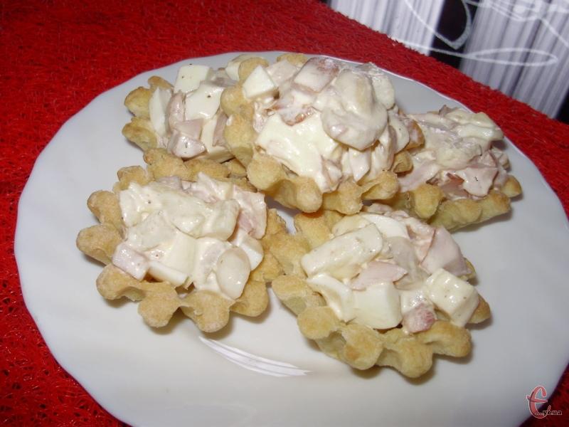 В сезон дуже смачно додавати у цей салат болгарський перець.