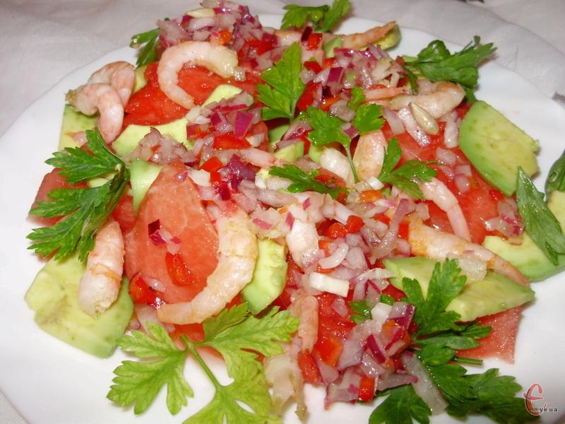 Салат сподобається всім любителям нетрадиційних поєднань інгредієнтів.