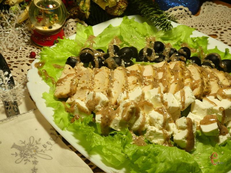 Апетитний салат із оригінальною горіховою заправкою.