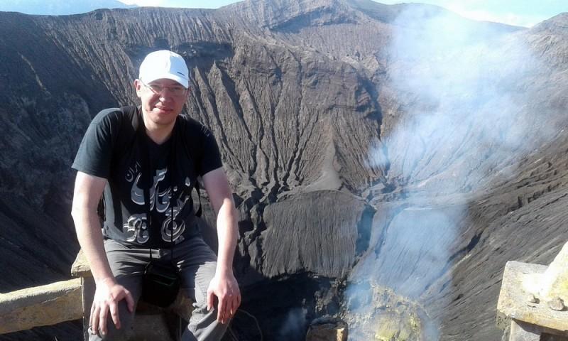Під час подорожі Індонезією Андрій побував на діючих вулканах.