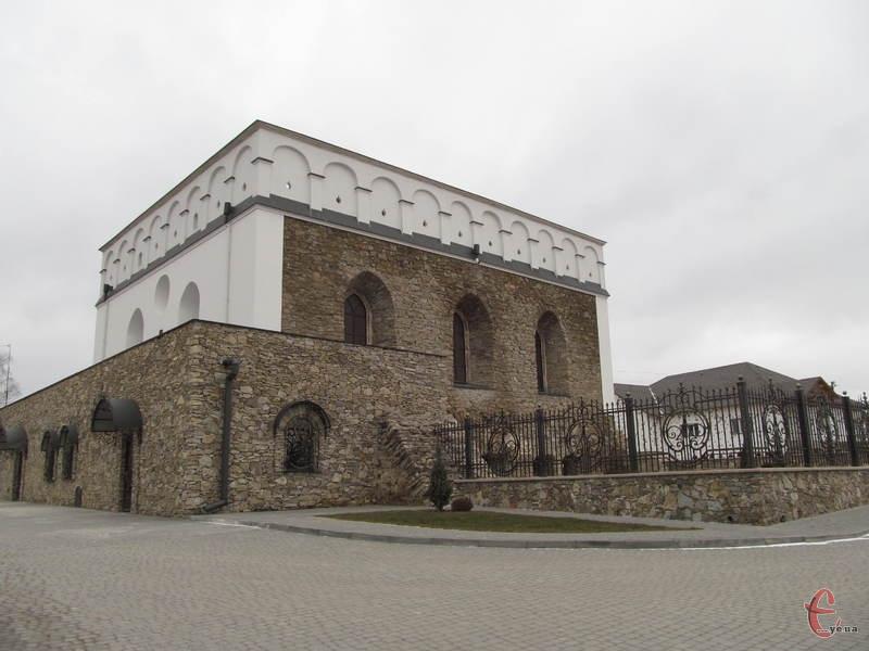 Одна з пам'яток Сатанова - старовинна синагога