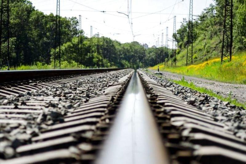 На ділянці, де сталася трагедія, потяг їде близько 100 кілометрів на годину