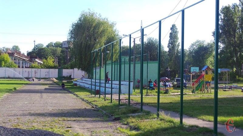 Ось такий паркан встановлюють навколо стадіону