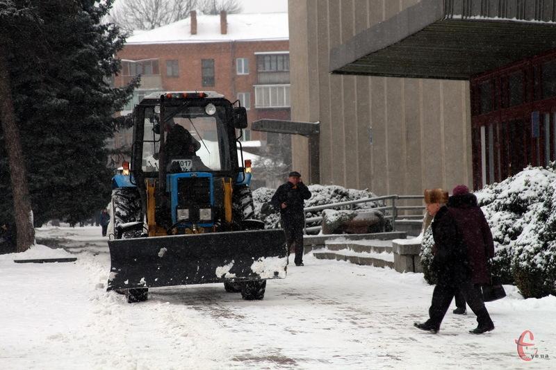Місто розчищають від снігу