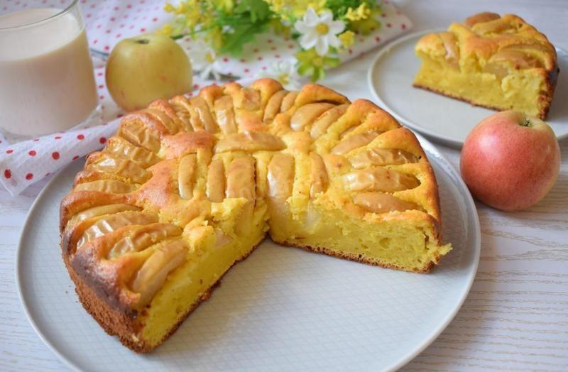 Один із найбюджетніших і простих пирогів, який радує кулінарів легкістю приготування, особливим смаком і душевним теплом.
