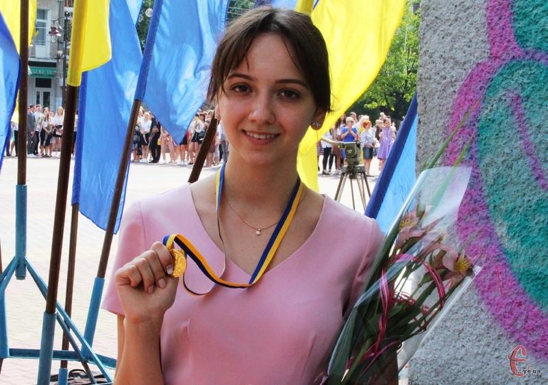 Окрім успішного складання ЗНО з англійської мови, Катерина Булеза закінчила школу з золотою медаллю