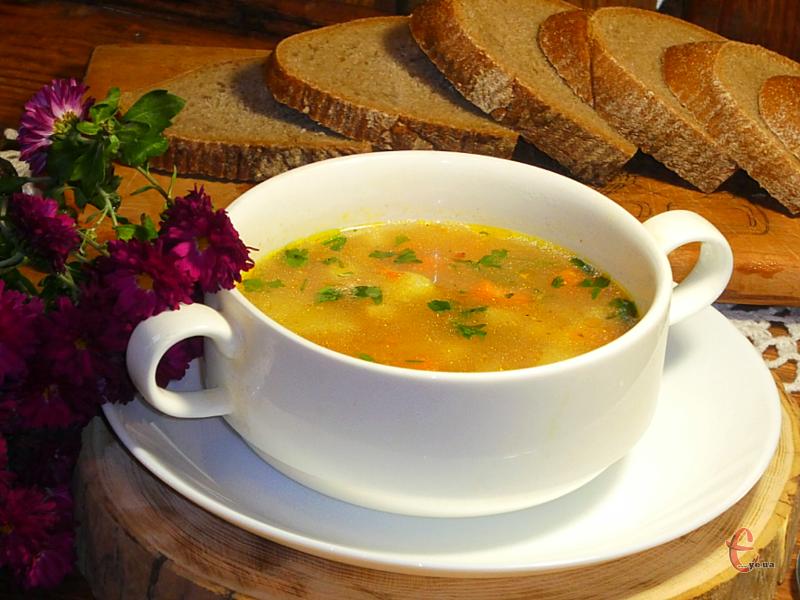 «Затируху» можна варити не лише на м'ясному бульйоні, але й на овочевому чи грибному. Або ж просто додати в улюблений суп.