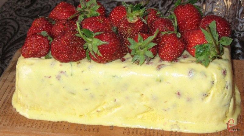 Семіфредо — це традиційний італійський десерт, який нагадує собою м'яке морозиво. Його особливість у тому, що до складу входять різні наповнювачі: від печива і шоколаду до горіхів і різних ягід та фруктів.