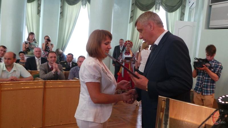 За сумлінну та плідну працю кращим представникам громади Хмельницького вручили грамоти та подарунки