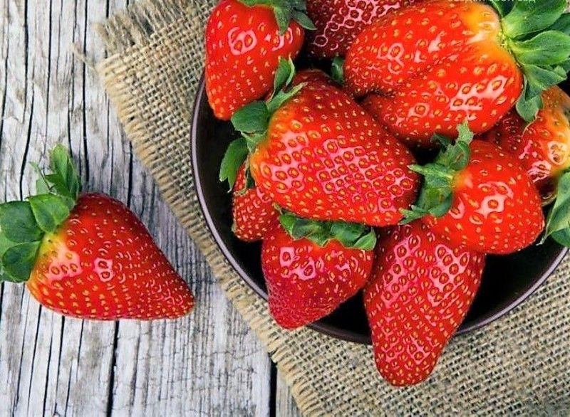 Вибирайте суху, без зовнішніх пошкоджень ягоду, вона повинна мати насичений яскраво-червоний колір.