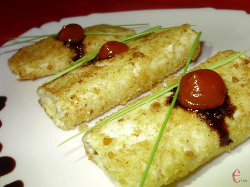 Ця страва — щось середнє між сендвічем, тарталеткою і канапе. Рулет з лаваша надає великий простір для реалізації фантазії і смаків кулінара.