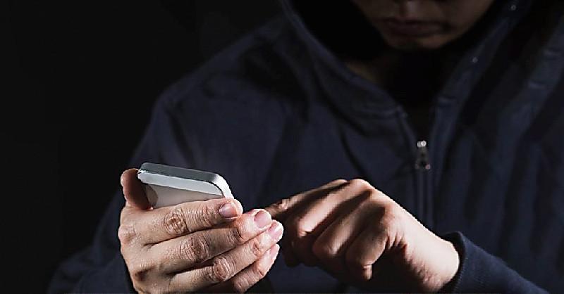 Аферист «повішав» на хмельничанина кредит та зняв з банківської картки усі гроші