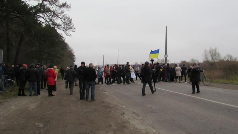 Шепетівчани перекрили рух на автодорозі «Хмельницький-Рівне»