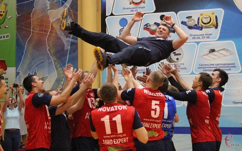 Хмельницький Новатор під керівництвом Романа Ковальчука вперше здоубла бронзові медалі в Суперлізі