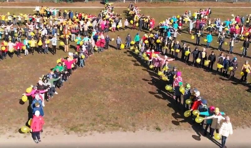 423 учні долучилися до сонячного флешмобу