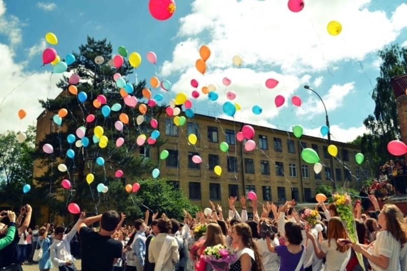 Вдалою альтернативою кулькам може стати посадка дерев або квітів