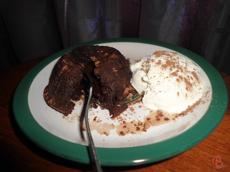 Вологий кексик із густим трюфельним смаком — найпопулярніший десерт у світі