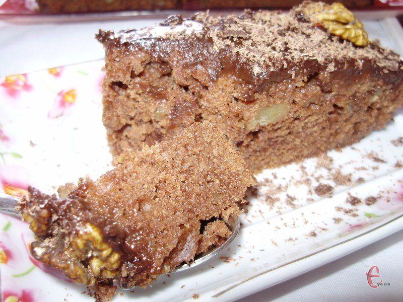 Це і кекс, і тортик, і пиріг… Бісквіт виходить вологий, тому його не треба додатково просочувати.