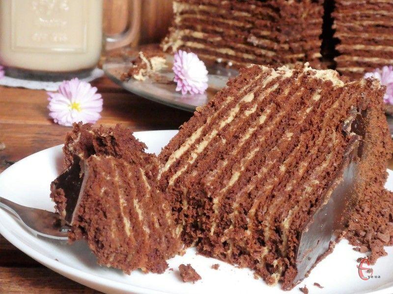 Торт в міру солодкий, найніжніший, він буквально тане у роті!