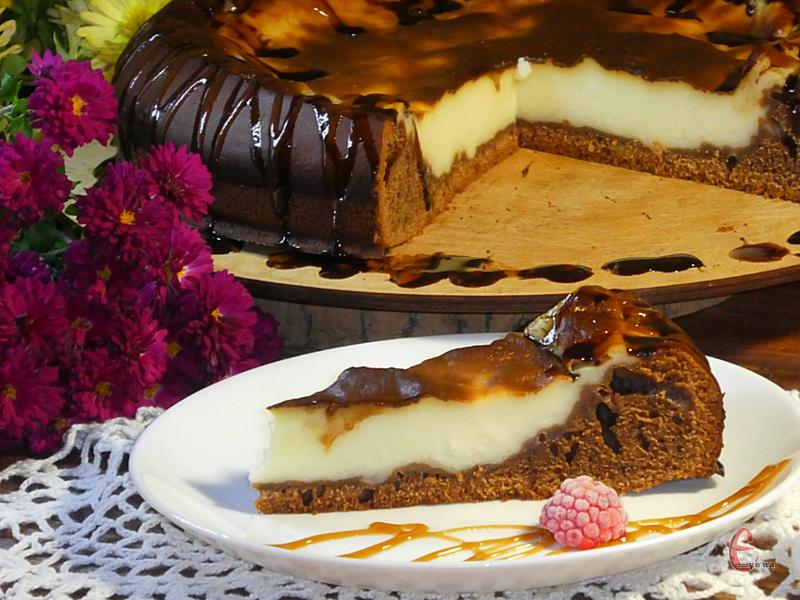 Поєднання ніжного заварного крему й пористого шоколадного бісквіта просто не передати словами. Це приголомшливо смачно!