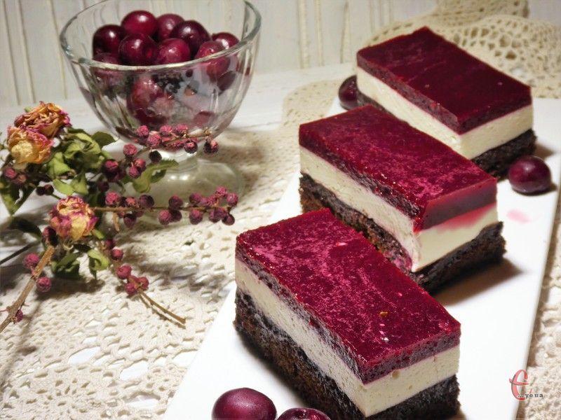 У цьому торті кожен прошарок неймовірна насолода, а все разом – це взагалі вибух смакових відчуттів.